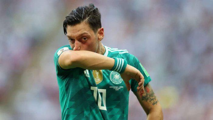 Cựu tiền vệ Mesut Ozil thề sẽ cạch mặt đội tuyển Đức đến suốt đời