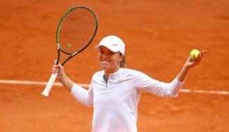 Iga Swiatek thắng liên tiếp 6 game cuối cùng để vượt qua nhà vô địch Australian Open
