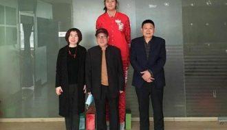 Zhang Ziyu mới 14 tuổi sắp vượt chiều cao của huyền thoại bóng rổ Yao Ming